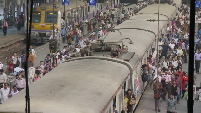 ms pan train arriving on church gate station with commuters / mumbai, maharashtra, india - railway station stock videos & royalty-free footage