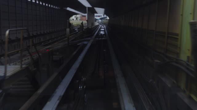 vídeos y material grabado en eventos de stock de taipei, taiwán - tren mrt al llegar a la plataforma de taipei mrton - taipei
