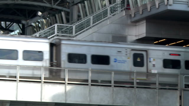 im jamaica lirr-bahnhof center - queens stock-videos und b-roll-filmmaterial