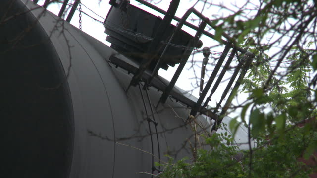 train carrying hazardous chemicals like sodium hydroxide and liquified petroleum gas derails in a densely populated urban area of washington dc - 脱線点の映像素材/bロール