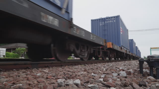 stockvideo's en b-roll-footage met de container van de trein - train vehicle