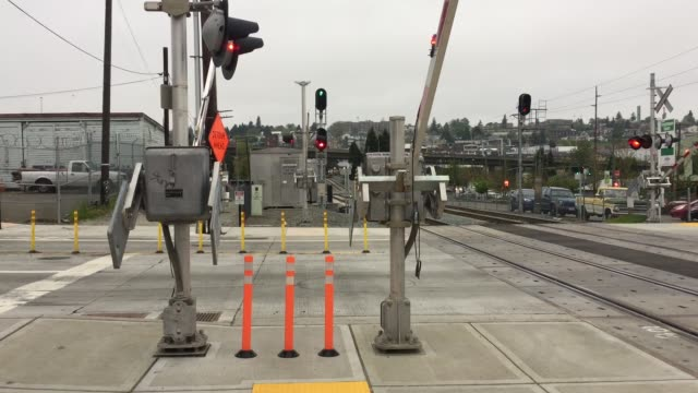 stockvideo's en b-roll-footage met train crossing - staat washington