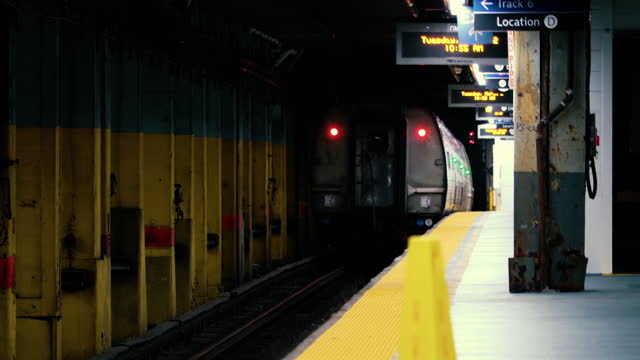 train departing slowly - new york city 2021 - new york city penn station stock videos & royalty-free footage