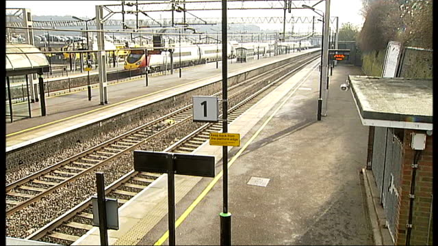 train engine derailment on west coast mainline hertfordshire tring entrance of tring station with man using ticket machine outside high angle view... - man and machine stock videos & royalty-free footage