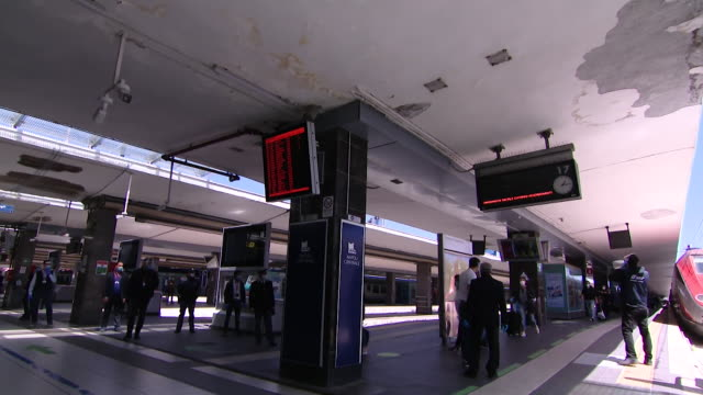 """train from milan arrives in train station in naples as some lockdown restrictions are lifted during the coronavirus pandemic - """"bbc news"""" video stock e b–roll"""