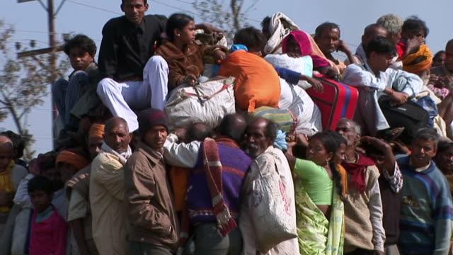 train full of passengers moving in nepal - dhoti video stock e b–roll