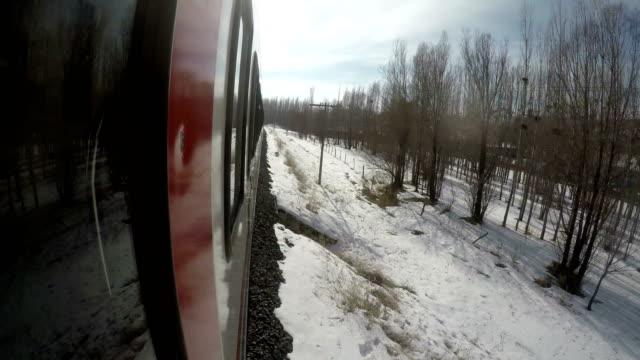 vídeos de stock, filmes e b-roll de viagem de trem no leste da anatólia - ponto de vista de câmera