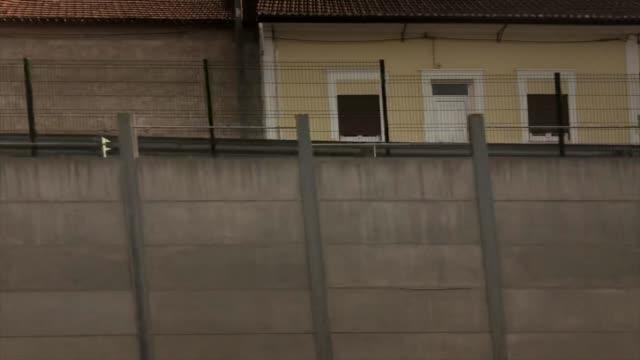 vídeos de stock, filmes e b-roll de train journey through ribeira de frades, coimbra, portugal - ponto de vista de trem