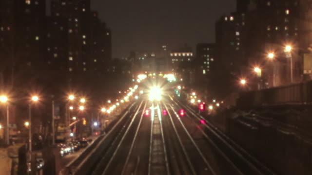 ws zo t/l train leaving grand central station at night / manhattan, new york, usa - railway track stock-videos und b-roll-filmmaterial