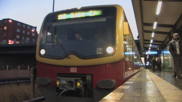 ms, train leaving station, berlin, germany - bahnreisender stock-videos und b-roll-filmmaterial