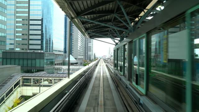Zug bewegt sich in Tokio, Japan