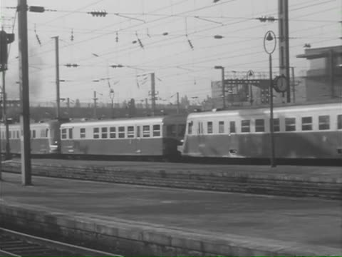 vidéos et rushes de ms cu ts train moving slowly at basel station / lille, basel,  lille, basel, france, switzerland - 1950 1959
