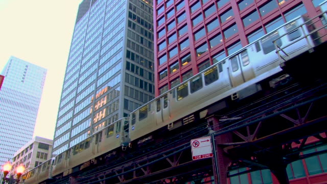 train on a viaduct in chicago - lockdown viewpoint stock videos & royalty-free footage