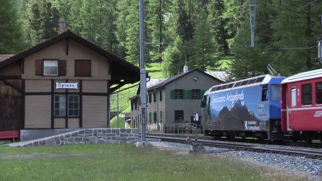 train on the albula railway at spinas - bahnhof stock-videos und b-roll-filmmaterial