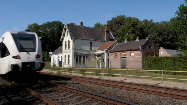 vidéos et rushes de train on the maas line along the old meerlo tienray station - station