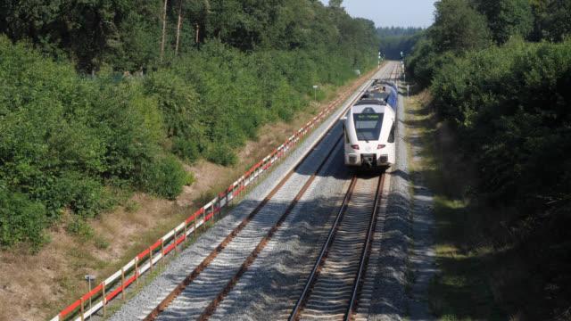 vidéos et rushes de train sur le chemin de roermond à nimègue - locomotive