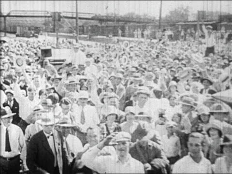 vidéos et rushes de b/w 1928 train point of view away from waving crowd during herbert hoover's campaign / newsreel - 1928