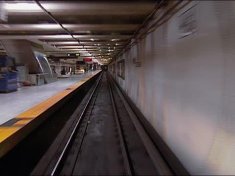 vídeos y material grabado en eventos de stock de train point of view from bart train  exiting tunnel into embarcadero station / stopping at end of platform / san francisco, california - bart