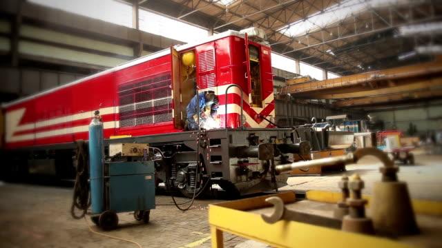stockvideo's en b-roll-footage met trein reparatie - veiligheidshek