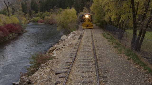 train rolling through scenic landscape - プロボ点の映像素材/bロール
