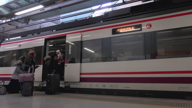 vídeos y material grabado en eventos de stock de train station at malaga airport - estación de tren