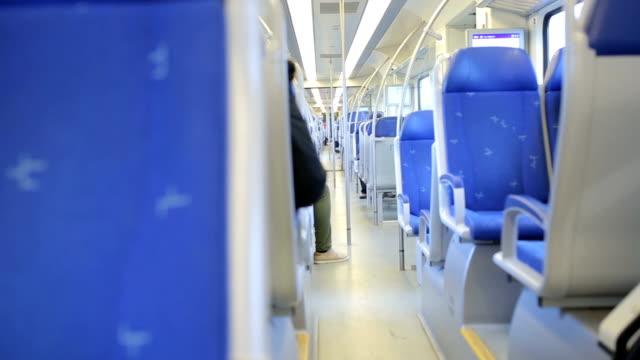 tågstation järnvägsstation - järnvägsperrong bildbanksvideor och videomaterial från bakom kulisserna