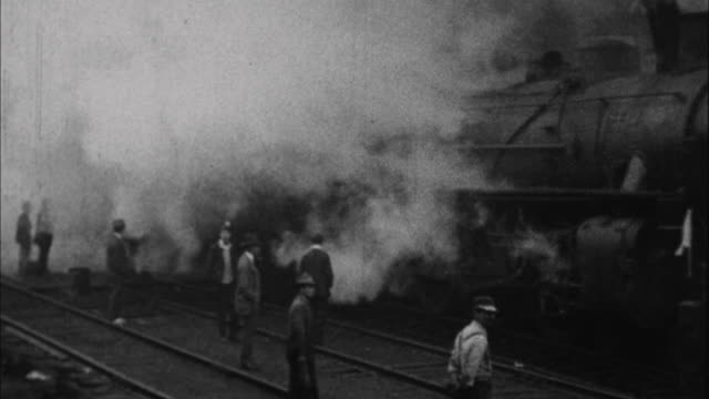 Train takes men off to war / France