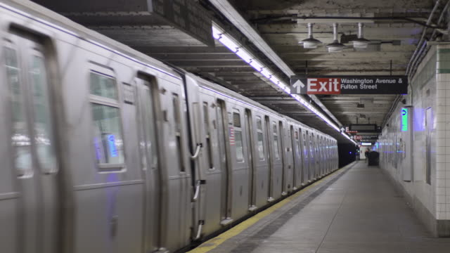 c train to manhattan pulls into the station at washington and fulton in brooklyn, new york. - station stock-videos und b-roll-filmmaterial