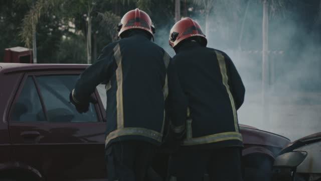 あなたの命を救うために訓練します。 - 救助隊点の映像素材/bロール