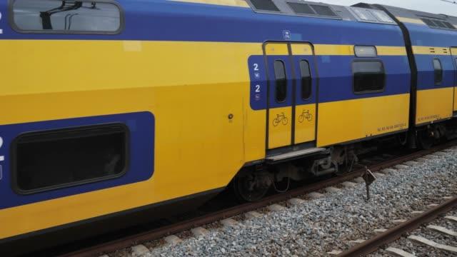 オランダの鉄道輸送 - 北ホラント州点の映像素材/bロール