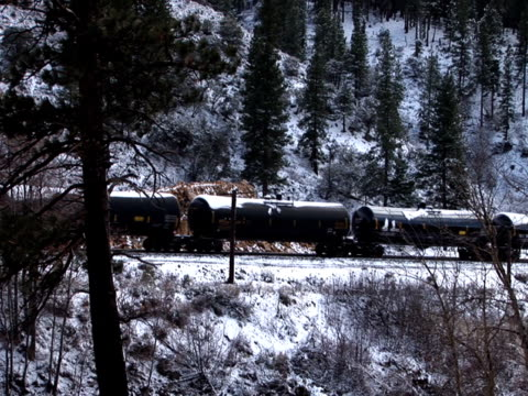 train transportation in sierra nevada mountains of california united states - カリフォルニアシエラネバダ点の映像素材/bロール
