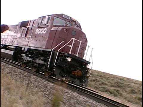 ts, ms, canted, train traveling through flat plains, pueblo, colorado, usa, - pueblo colorado stock videos & royalty-free footage