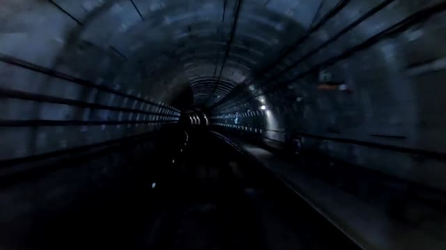 vidéos et rushes de tunnel de train - infini