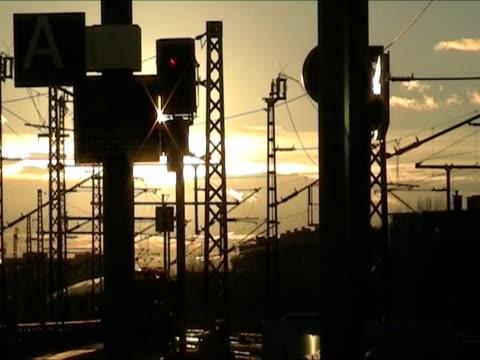 vídeos y material grabado en eventos de stock de tren de  - back lit