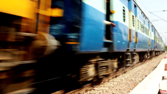 stockvideo's en b-roll-footage met trein - locomotief