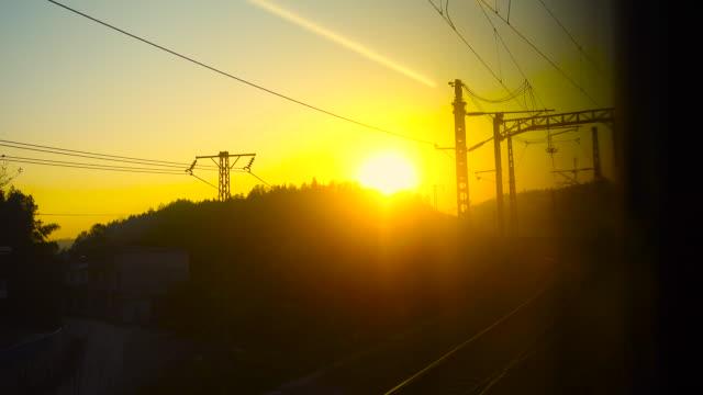 vidéos et rushes de vue de fenêtre de train - crépuscule