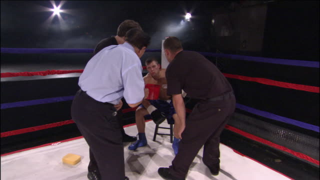 cu zo ws pan trainer pouring water into boxer's mouth while woman walks around boxing ring with round 3 sign / jacksonville, florida, usa - lebanese ethnicity stock videos and b-roll footage