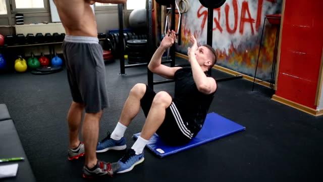 ボールと abs 樹脂のトレーニング - 床に座る点の映像素材/bロール
