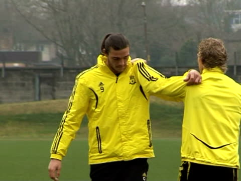 stockvideo's en b-roll-footage met training for liverpool fc at melwood training ground andy carroll and dirk kuyt at anfield on september 20, 2011 in liverpool, england - vrijetijdsfaciliteiten