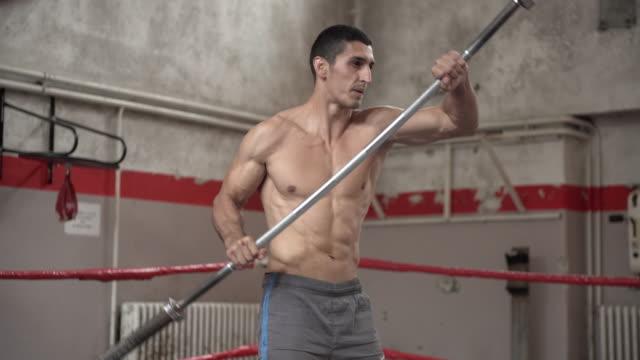 olympic ausbildung mit langhantel - gewalt stock-videos und b-roll-filmmaterial