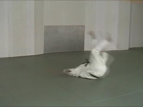 training judo - zempu ukemi - roll over stock videos and b-roll footage