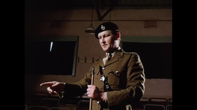 vidéos et rushes de montage training of officer cadets in aldershot / united kingdom - mons barracks