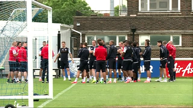 qpr training session ahead of championship playoff final england ext various of queens park rangers football training session watched by qpr manager... - ハリー レッドナップ点の映像素材/bロール