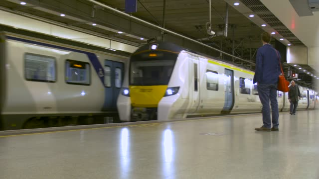 trains arriving at and departing from  st pancras thameslink station - waiting stock videos & royalty-free footage