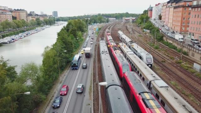 stockvideo's en b-roll-footage met treinen verplaatsen in de stad, stockholm, zweden - spoorlijn