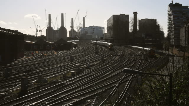 stockvideo's en b-roll-footage met trains travel on the railway tracks near victoria station on february 16 2018 in london england - locomotief