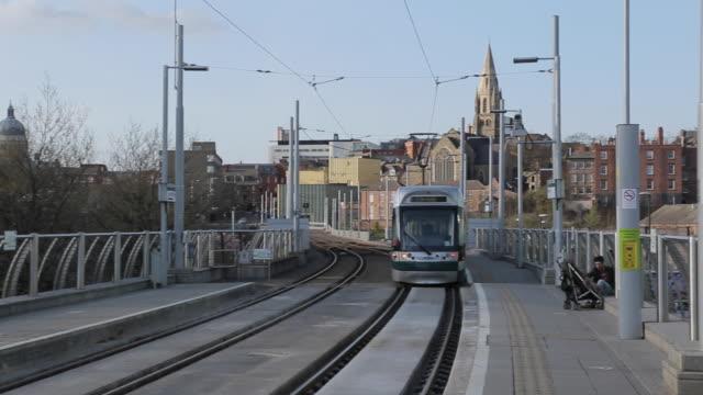 tram departing at station street, nottingham, england, uk, europe - ノッティンガム点の映像素材/bロール