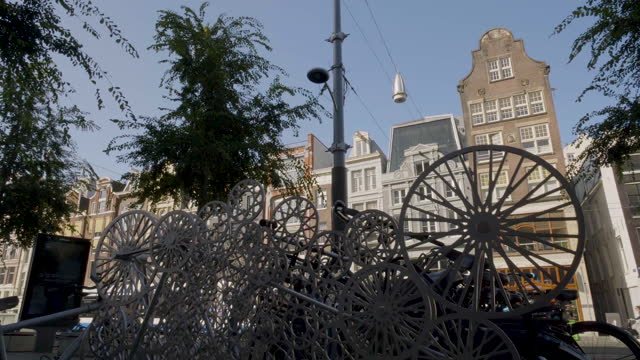 tram going down the street, bike stand in amsterdam - 北ホラント州点の映像素材/bロール