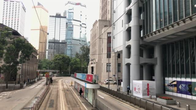 vídeos de stock e filmes b-roll de tram hong kong - central bank of china old building - linha do elétrico