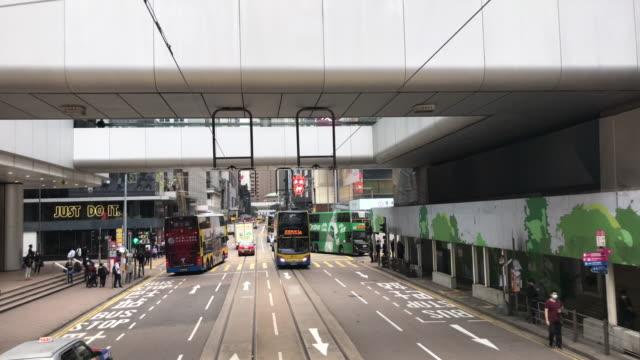 vídeos de stock e filmes b-roll de tram hong kong - central business district bus bank car - linha do elétrico